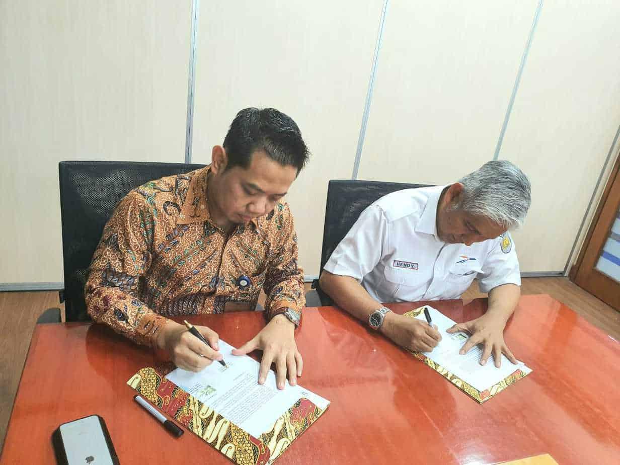 Penandatanganan MoU antara PP Infrastruktur & KA Logistik